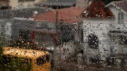 Chuva com granizo atinge bairros de Curitiba e região metropolitana