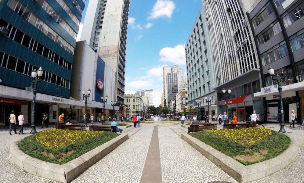 Curitiba registra mais de 115 mil casos de covid-19 e prorroga decreto por mais 15 dias