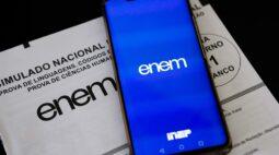"""Há 10 semanas do ENEM, podcast """"O título não é obrigatório"""" estreia com conteúdos que prometem ajudar estudantes nas redações"""