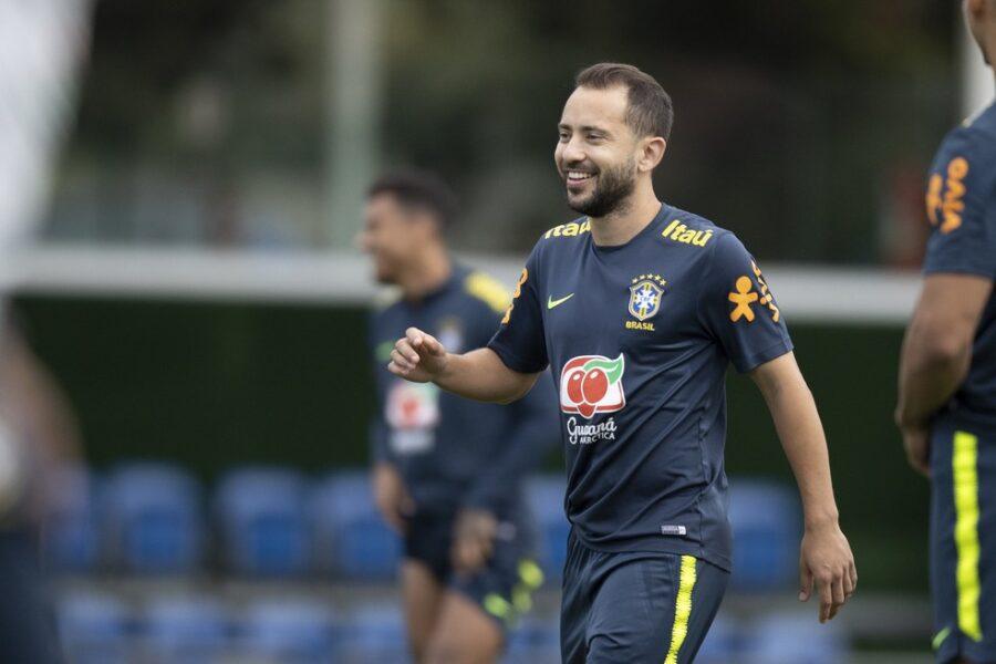 """Rivaldo rasga elogios à atuação de Éverton Ribeiro na Seleção: """"Justificou suas convocações"""""""