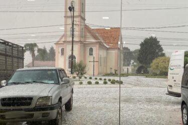 Veja fotos e vídeos da chuva de granizo na Grande Curitiba