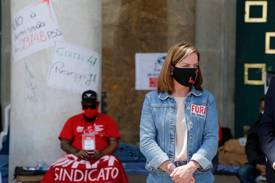 """Gleisi Hoffmann defende """"fora Bolsonaro"""" em greve de fome de professores"""