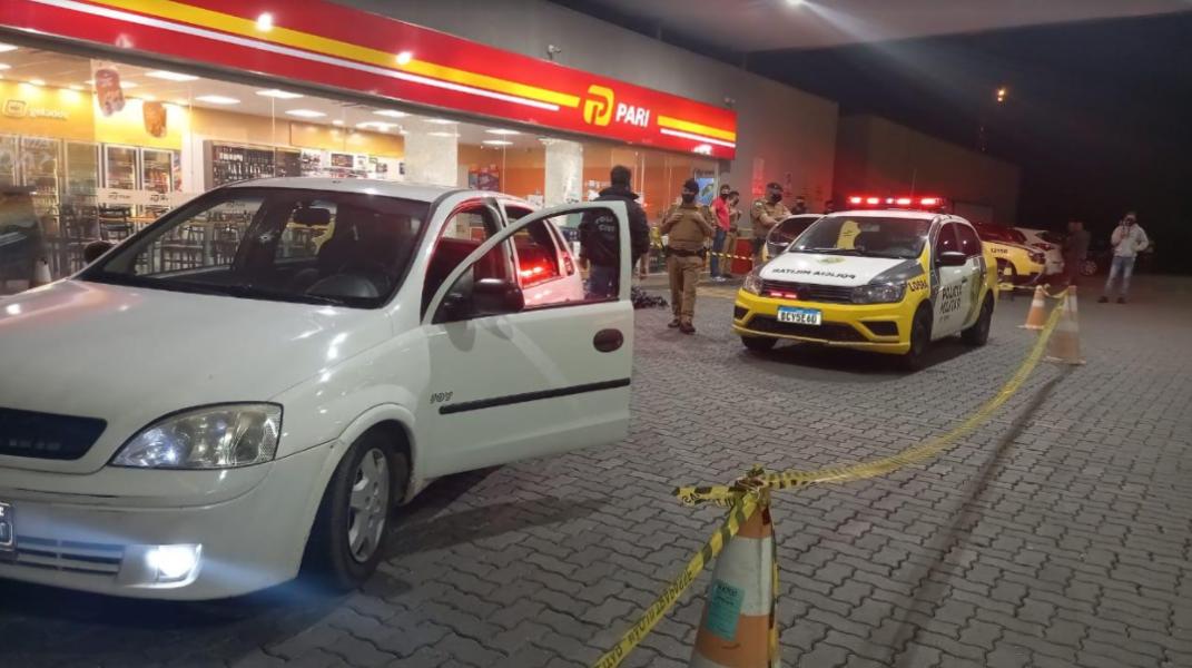 Homem é assassinado a tiros em posto de combustíveis da RMC