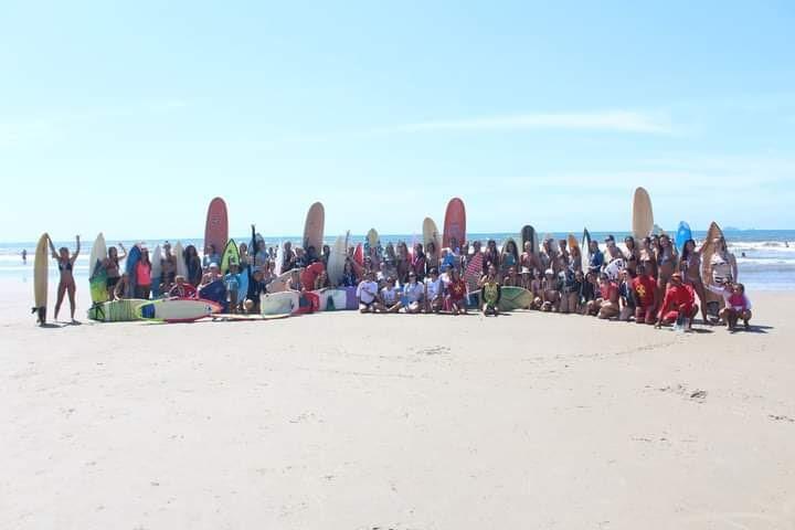 Terceiro encontro de surf feminino paranaense na praia de Ipanema/PR.
