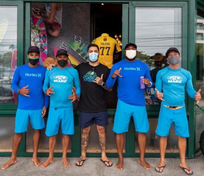 Filipe Toledo inaugura escola de surf em Ubatuba