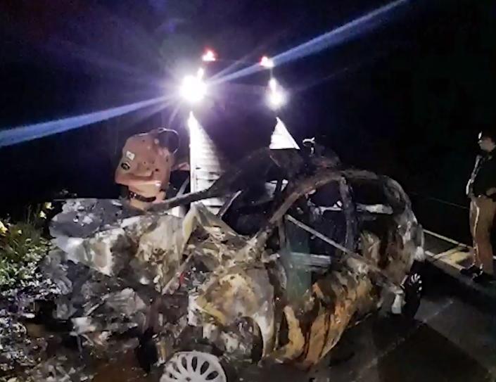 Homem mata namorada e morre carbonizado durante fuga no Paraná