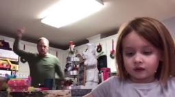 Pai viraliza após fazer dancinha por engano em trabalho da filha