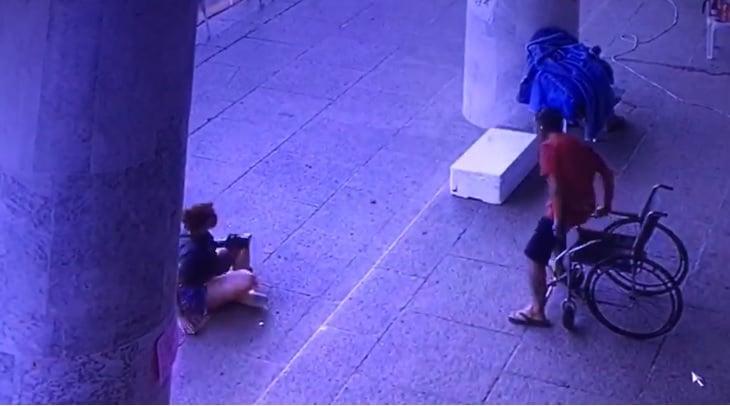 """Vídeo mostra sindicalista levantando de cadeira de rodas logo após posar pra foto em """"greve de fome"""""""