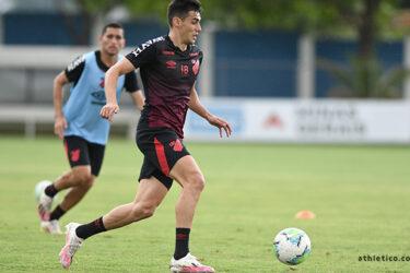 Athletico treinou nesta quinta-feira já focado no Santos