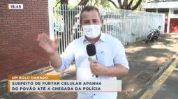 Suspeito de furtar celular apanha do povão até a chegada da polícia