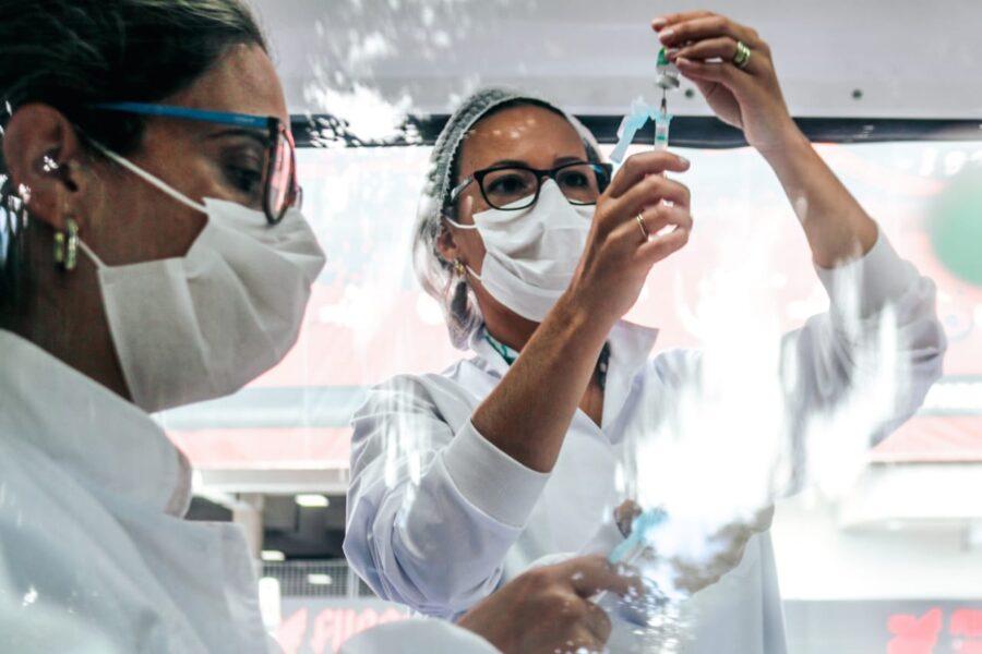 Fiocruz apresenta cronograma e Brasil deve vacinar 130 milhões a partir de março