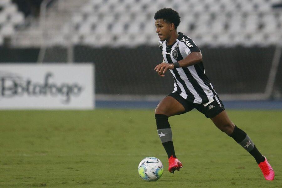Em boa fase, Warley diz que trocaria gols por vitórias do Botafogo