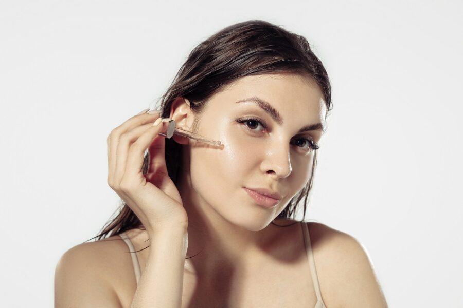 Rotina de skincare ajuda a prevenir o envelhecimento da pele