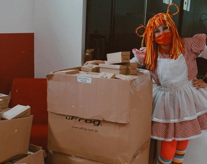 Crianças da Comunidade Caximba recebem doação de 400 calçados no Natal