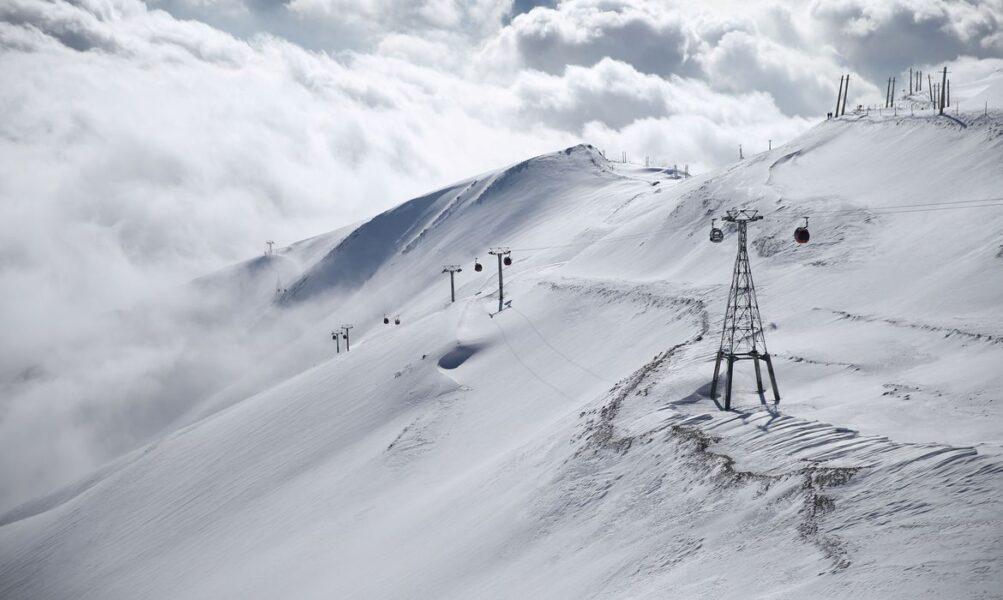 Oito alpinistas morrem e vários seguem desaparecidos após forte nevasca