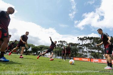 Athletico se prepara para jogo contra o Atlético-MG
