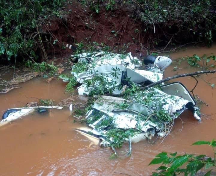 Queda de avião de pequeno porte deixa mortos no Paraná, veja imagens
