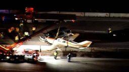 Avião faz pouso de emergência em rodovia estadual; assista