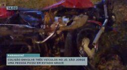Colisão envolve três veículos no JD. São Jorge, uma pessoa ficou em estado grave