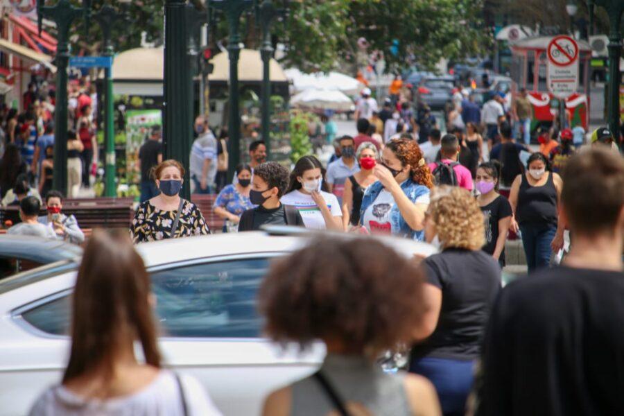 Curitiba ultrapassa 100 mil casos e 2 mil mortos pela Covid-19
