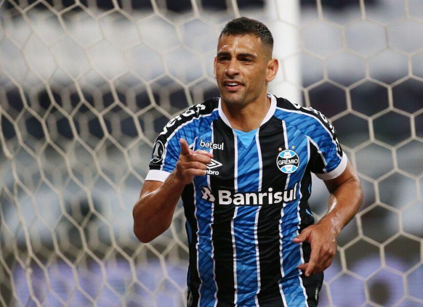 """Diego Souza diz que time do São Paulo é """"chato"""" e """"se deixar acabam apitando o jogo"""""""