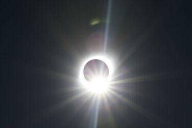 Saiba como acompanhar o eclipse solar de hoje