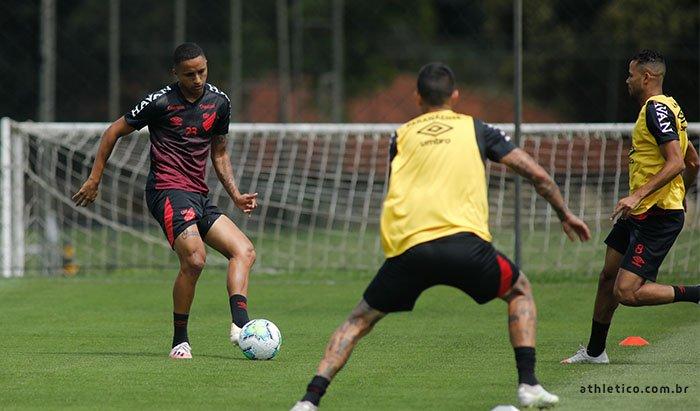 De olho no Botafogo, Athletico-PR realiza o último treino de 2020