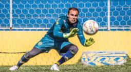 Paraná Clube acerta com experiente goleiro Renan, ex-Seleção Brasileira