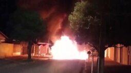 Ônibus é incendiado com passageiros dentro em Londrina