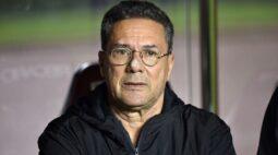 Luxemburgo freia empolgação com Gabriel Pec e defende Talles Magno