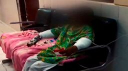 Mãe coloca fogo nas mãos da filha de 6 anos após criança roubar doces
