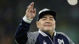 Maradona caiu e bateu a cabeça uma semana antes de morrer, segundo enfermeira