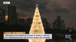 Árvore flutuante é acesa e marca início da programação de natal 2020 na cidade
