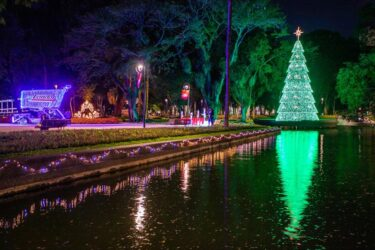 Saiba como chegar de carro ao Caminho de Luz de Natal do Passeio Público