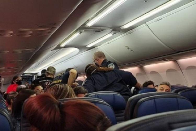 Passageiro que morreu em avião estava com covid-19