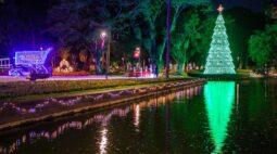 Coreto Digital e decoração de natal encantam o Passeio Público de Curitiba