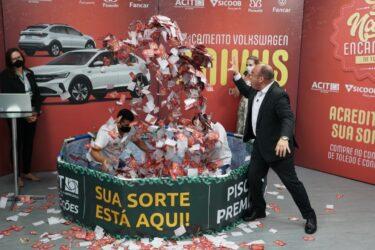Campanha Natal Encantado de Toledo premia moradora do Boa Esperança