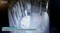 Câmera flagra furto em loja de roupas em Cascavel