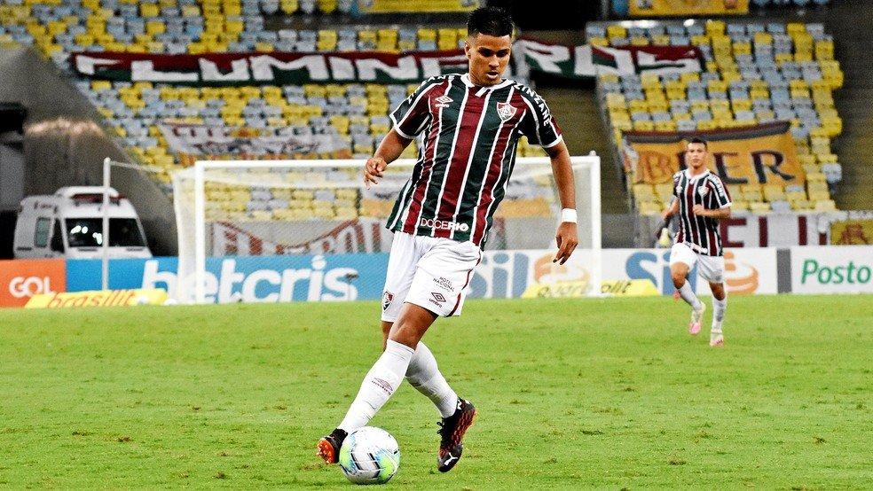 Nascimento renova com Fluminense até o fim de 2023