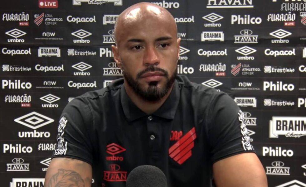 """Thiago Heleno comenta empate sem gols no clássico: """"Muito competitivo"""""""