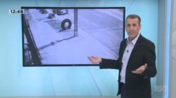 Motociclista morre ao bater em camionete na Avenida Carlos Borges