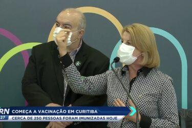 Começou a vacinação em Curitiba e cerca de 250 pessoas foram imunizadas hoje(20)