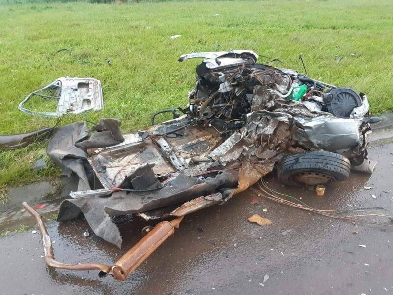Jovem de 26 anos morre após carro partir ao meio em acidente na BR-277