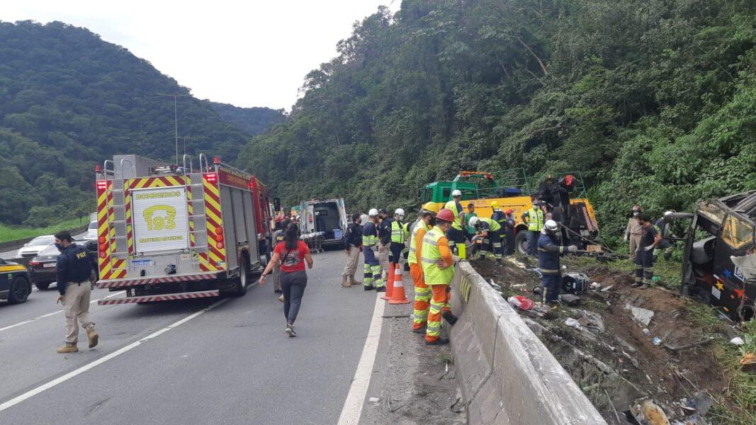 Vítimas de acidente com ônibus na Serra do Mar iriam trabalhar em SC
