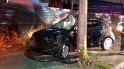 Casal bate carro após briga em bar e mulher morre, em Curitiba
