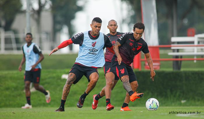 Athletico segue treinando de olho no São Paulo