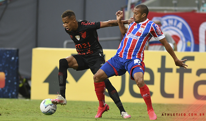 Derrota para o Bahia complica Athletico na briga pela vaga na Libertadores