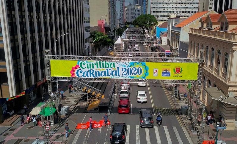 Greca anuncia o cancelamento do Carnaval 2021 em Curitiba