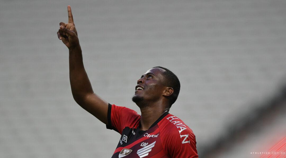 Athletico vence o Ceará por 2×0 e alcança o G-8