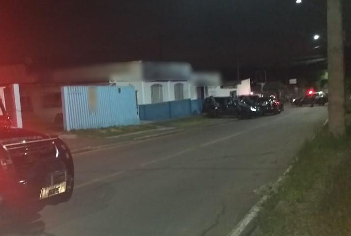 Dois suspeitos de roubo são mortos em confronto com a PM, em Colombo